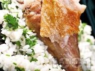 Печено агнешко бутче върху ориз с джинджифил и естрагон на фурна